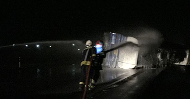 واژگونی خودرو تانکر حمل بنزین در محور لار- بندرعباس