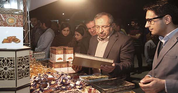 نخستین جشنواره حلوا مسقطی لاری کام مهمانان نوروزی را شیرین کرد