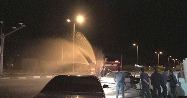 با حضور فرماندار لارستان و شهردار لار؛ از خودرو تمام اتوماتیک ضدعفونی کننده؛ طراحی و ساخته شده توسط آتش نشانان لارستانی ، رونمایی شد